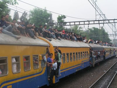 Kereta Api dan Neolib